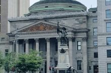 我在这里#  蒙特利尔银行   加拿大第一家银行 成立于1817年 被建筑本身所吸引 还以为是个剧院