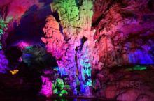 连州地下河为国家AAAAA级旅游景区,是一个亚热带喀斯特地貌的典型巨型天然石灰岩溶洞。它以其神秘、瑰