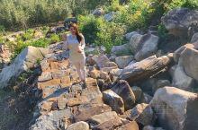 临安龙门秘境景区灵山秀水,自然、人文遗存丰富。石门古村明清徽派建筑保留完整;龙上村狮子山崖壁高耸入云