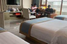 每次来五台山都会去这个酒店 酒店内部很干净 透过窗户就能看到很多寺庙 老板娘人真的是太好了早晨着急走