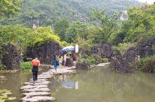 """七星桥景区位于黄果树下游六公里处,为新开发景区,其中包含""""七星盆景区、七星山洞、水上石林""""等景点,风"""
