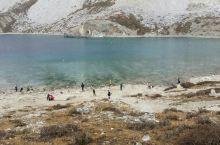 五色海在稻城亚丁景区里面,是景区海拔最高的景点,一年四季都是天气寒冷,景色不错