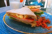 长颈鹿做早餐的第78天 土豆生菜火腿三明治  大家早上好!最近有点爱上了传闻中的陈芊芊,一直追剧今