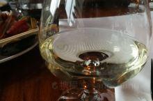 海牙最好的海鲜店Seafood Centre B.V.,酒看着象白兰地,实际是从国内带来的十五年的茅