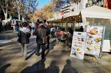 兰不拉大街,散步休闲的好地方,全长1.2公里,记录了巴塞罗那城市转型的诸多印记