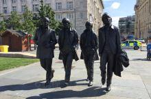 利物浦是英国北部一个有名的城市。是英国著名摇滚乐队披头士的故乡。该城市曾经是落后的工业城市,现在是繁