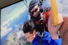今天大早上盆友非要拉着我去跳伞,真是让我清醒了一下子不过真的很刺激而且没有那么可怕!真的跳伞值得一试