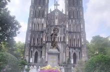 河内大教堂,离我客栈很近,我也是近两天才去。本地人在这拍婚纱照及奥黛照,外国人拍游客照。我认为最佳观