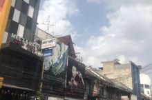 考山路  曼谷老街道,有点像国内的批发市场 商场很老旧,很多路边摊 珠宝,首饰,衣服,工艺品应有尽有