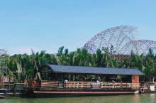 薄荷岛旅行,在罗博河船上品当地美食现场听演唱,上岛观眼镜猴,去哈利波特拍摄地巧克力山,在太平洋与印度