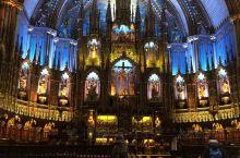 蒙特利尔位于老城兵器广场旁边的蒙特利尔圣母大教堂(Notre-Dame Basilica),是蒙特利
