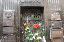 "D42:Recoleta公墓,阿根廷最有名的墓园,葬的都是各类名人贵族,其中名气最大的要属贝隆夫人"""