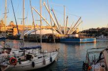 临时停留的热那亚带给我们太多的惊喜,尤其是夕阳余晖下的老港区......