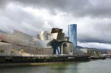 西班牙北部巴斯克地区的毕尔巴鄂,因古根海姆博物馆而蜚声海外,城市也非常艺术化,畅游在这里感受巴斯克地