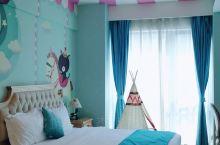 适合孩子住的童话酒店 酒店大堂很多小孩娱乐设施 房间里面的装修也很讨孩子欢心 附近还很多美食商场