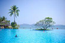 沙巴香格里拉丹绒亚路度假酒店,占据最好的海景资源,不但拥有无边泳池、私家沙滩,还有儿童戏水游乐设施以