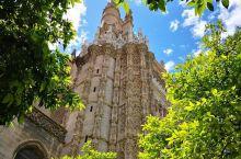 低调奢华却又不失典雅大气的世界级教堂绝对值得一去  来到这个充满欧洲人文气息的西班牙,当然少不了的就