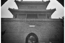 卢沟桥亦称芦沟桥,在北京市西南约15公里处,丰台区永定河上。因横跨卢沟河(即永定河)而得名,是北京市
