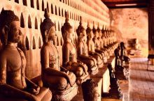"""万象最古老的寺庙——沙格庙  曼谷大寺院的""""复刻版"""" 传闻昭阿奴王曾在曼谷宫廷接受教育,回到万象后建"""