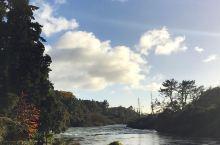 宝石蓝的huka,送你宝石一样的好心情  新西兰的陶波附近,有一个超级有名的瀑布,胡卡瀑布~这个瀑布