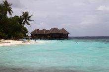 马尔代夫,散落在印度洋上的璀璨明珠,人类足迹的一方净土。慵懒的海风,吹拂的是你自由的思绪。