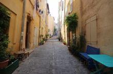 今天一早参观马赛(Marseille)的地标建筑物圣母加德大教堂 (Basilique Notre-