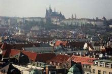 远眺。Prague is indeed a very charming city, and the