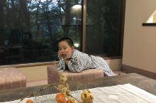 箱根温泉酒店及海贼船! 在箱根入住的箱根温泉酒店,温泉是天然的,虽然不大,但却是日式老房子的格局,很