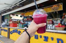 达多海滩的骆驼餐厅,28人民币一杯用三个石榴榨的果汁,好喝
