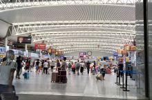 沈阳北站真是很大很漂亮,想不到东北城市其实挺发达的