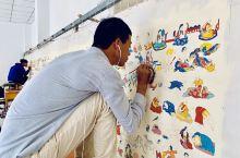 青海省黄南州吾屯村的热贡画院,2006年才创办的传统藏式风格文化艺术机构,以唐卡等艺术为重点,传承与