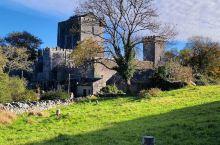 历史悠久的城堡,看上去非常的厚重 我小时候在童话故事当中第一次看到城堡的时候,就奠定了我对于城堡的喜