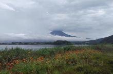 国人对日本富士山的了解基本上和外国人对中国长城的认知一样!可是长城一年四季都在!富士山的雪顶只有在冬