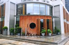 去之前查询了一下,据说是沈阳地区北京菜排名第一的餐厅,还是蛮期待的。 去的那一天正好下着零星的小雨,