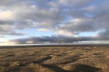 近观草场连湿地,远望冰川接雪原