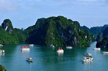 越南下龙市下龙湾海上景区,有座岛屿叫基托夫岛,是一座有故事的岛,它是以前苏联飞行员基托夫命名的岛。这