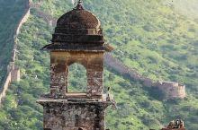 印度小众旅行地攻略~ 斋普尔琥珀堡  琥珀堡(Amber Fort)位于斋浦尔城郊的一座小山上,是印