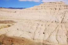 札达土林位于中国西藏阿里地区札达县境内,是札达县最著名的地貌风光区。分布高度是海拔3750―4450