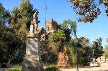 智利圣地亚哥的圣塔路西亚山有着非常悠久的历史。在山上是当时殖民时期建造的古堡,距今已经有400多年。
