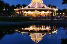 上海迪士尼烟火 迪士尼是一个充满神奇的地方,为了庆祝狮子王周年庆典,7月10日上演了特殊烟火!烟火很