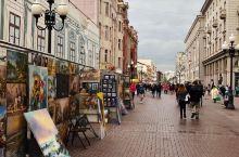 阿尔巴特街是莫斯科著名步行街,俄罗斯风情浓厚,传统工艺的特色店铺、时尚的咖啡店、精致的礼品店等挨满街