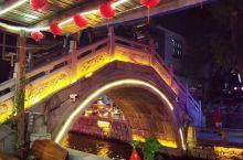 滦州古城国庆夜色,五光十色,波光粼粼。