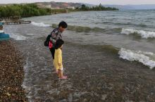 在云南玉溪的抚仙湖,风景不错,水质不错,很值得一去。