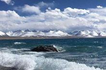 这个西藏人心目中的圣湖,每年都吸引着西藏当地和青海、四川、甘肃、云南的教徒们迢迢千万里,完成艰辛的旅
