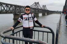 并行在鸭绿江断桥旁的这座鸭绿江大桥,是沟通中朝的纽带