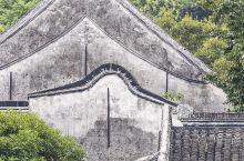 南浔古镇中有一座小莲庄,始建于1885年,是江南首富刘镛的私家花园。也是南浔的五大名园之一,建于清代
