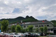 杭州仙山谷激浪漂流位于杭州余杭区鸬鸟镇,坐落在风光秀丽的仙佰坑水库电站水口处,群山叠翠,竹林逶迤数十
