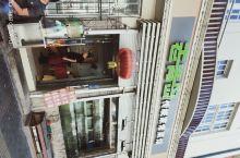 9月底两家五人自驾游去了青岛。青岛的老区街道比较窄,适合慢慢的边走边玩。第一站到了信号山公园,公园7