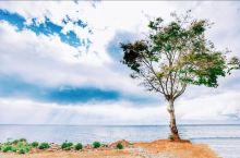 寻找不一样的大理|最美挖色镇  位于洱海海西的挖色镇。  三面环山,一面临海,让人感觉无边无际。