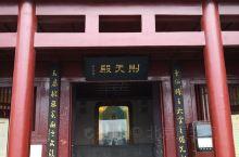 四川广元是武则天的家乡,家乡人民为了纪念她,给她修了寺庙一皇泽寺,寺庙虽不大,地势很好,依山而建,嘉